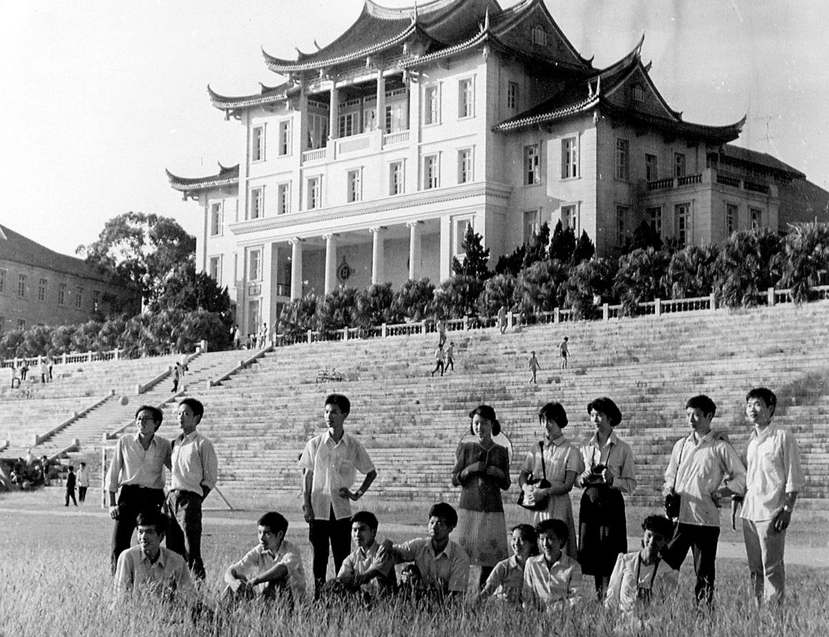 16-3 风华正茂(1981年)(李世雄供稿).jpg