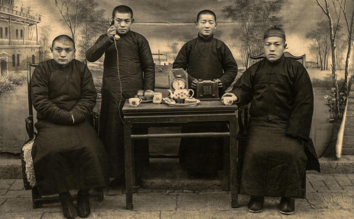 10-1 1930年,电话、马蹄表、话匣子,东北,李英杰收藏。.jpg