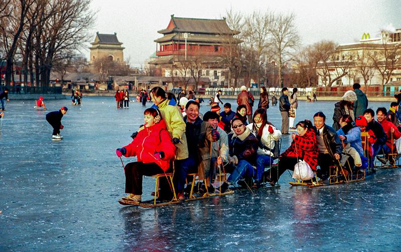 16-3 冰上游龙 北京 1995年摄影/王生生.jpg