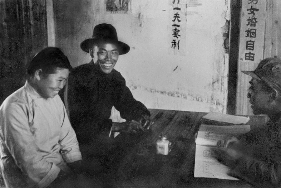 1950年_《区公所结婚登记处》_南京市_邹毅原创_13641285887.jpg