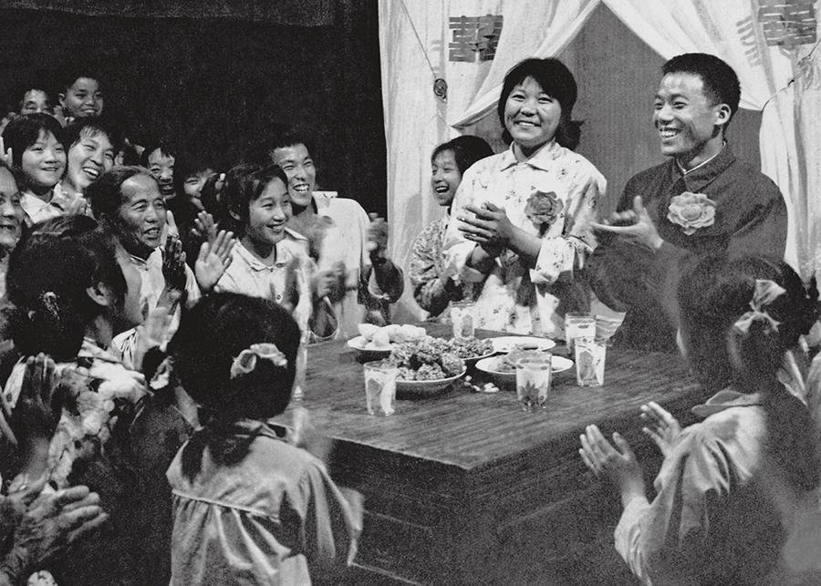 1980年欢乐的农家-游云谷.jpg