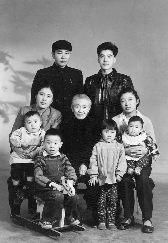 1964年_《家庭合影》_内蒙古自治区呼和浩特市_许荣生推荐_13778086016.jpg