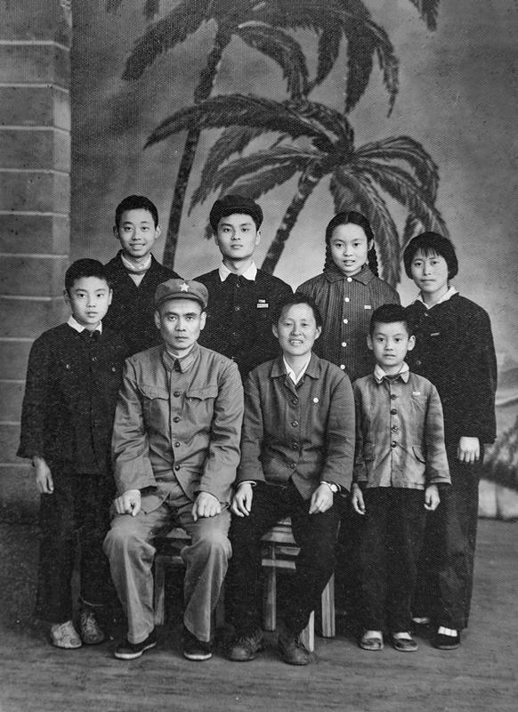 1969年_《全家福》_贵州省_三丫推荐_18696567001.jpg