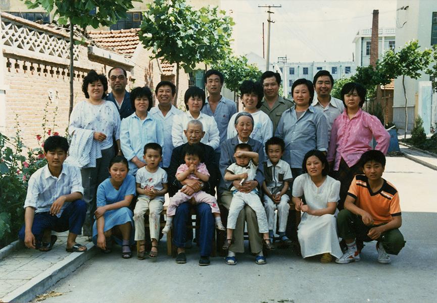 1990年_《家庭合影》_山东省莱西市_张列_13953269488.jpg
