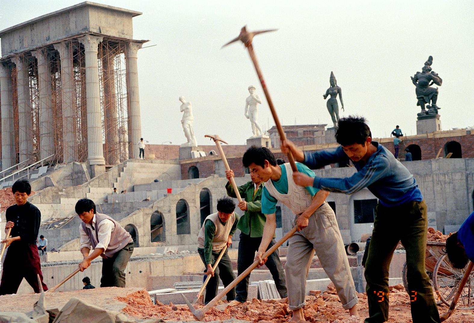1994年,深圳世界之窗在建设中。侯贺良摄影.jpg