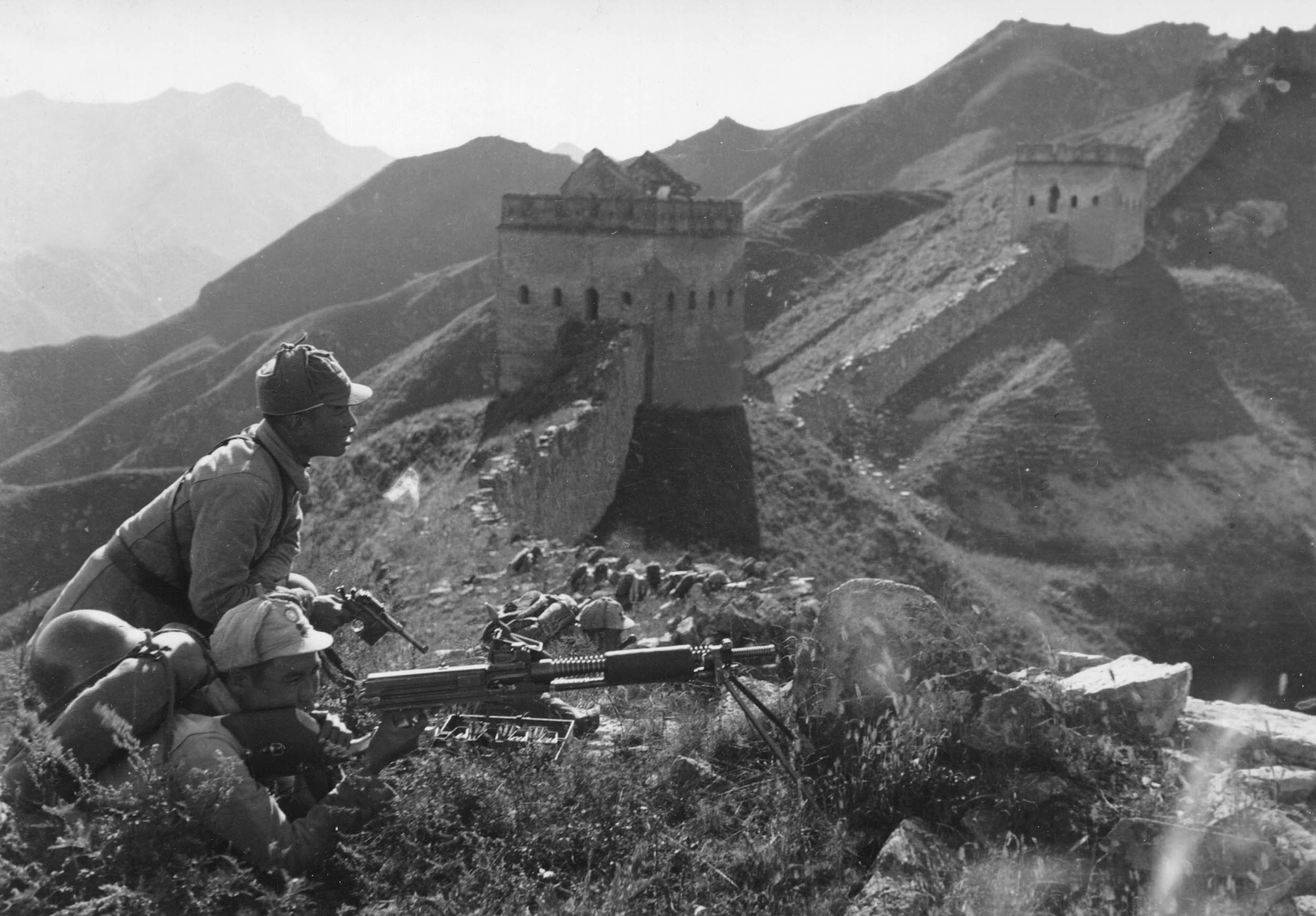图3-10 《八路军战斗在古长城》 沙飞摄.jpg