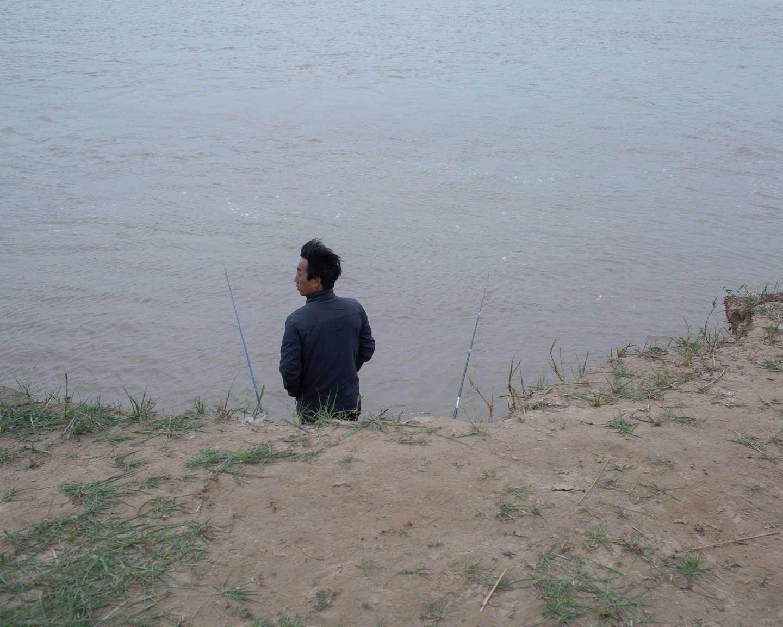 02 风陵渡,冷风中垂钓的人,《黄河厚土》系列.jpg