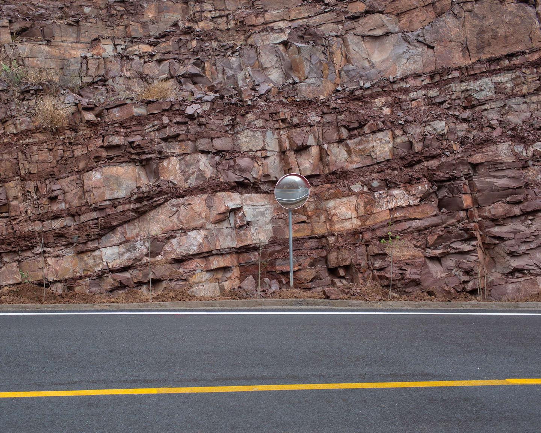 15 太行山的层积岩,《黄河后土》系列.jpg