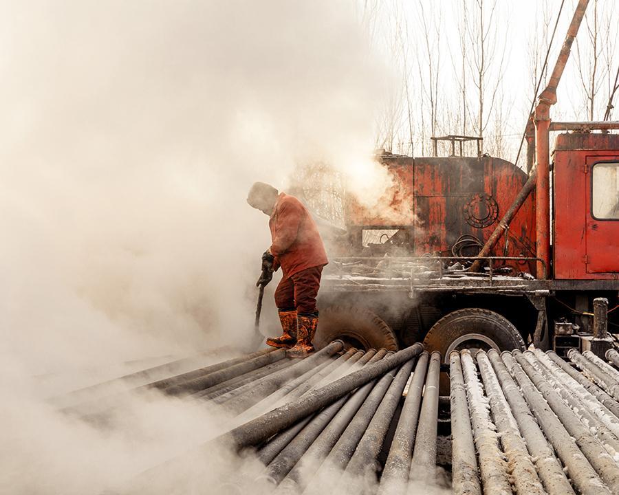 11冬日清洗油管的工人.jpg